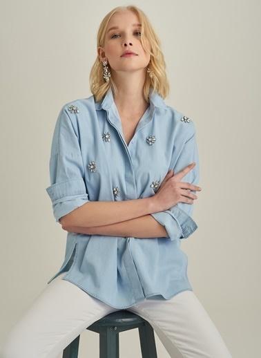 Monamoda Taş İşlemeli Oversize Denim Gömlek Mavi